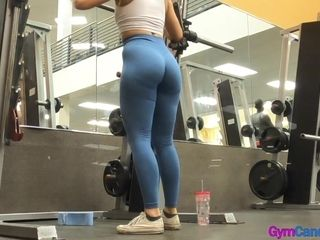 Stunning candid cock-squeezing and fit cougar in cock-squeezing stretch pants with meaty culo