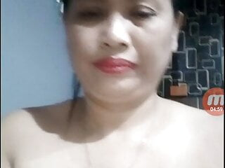 Thai mature showcases herself on live web cam with obese vulva
