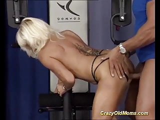 Grown-up bodybuilder fucked wide of say no to motor coach