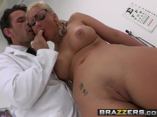 BRAZZERS - sloppy cougar Phoenix Marie wants that therapist schlong