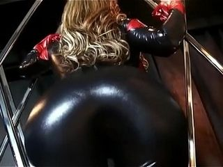 Eva Notty in latex increases in size a ginormous thicc rump (Booty Expansion / rump Inflation)