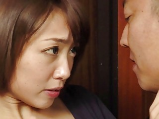 Enthralling chinese wifey gets pulverized while spouse calming in the kitchen