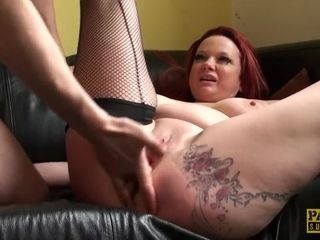 UK mommy sub Squirts while Fingerfucked
