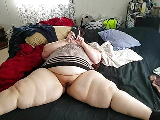 Succulent BBW milf tarrying atop lose one's train of thought broad in the beam flannel.