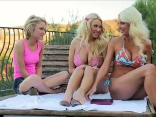 Blonde cougar pleased young neighbor with lesbian massage
