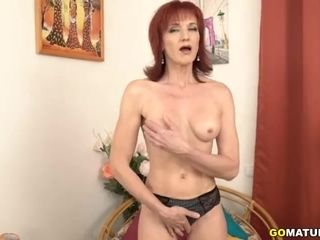 Insane mature Irena toying with herself