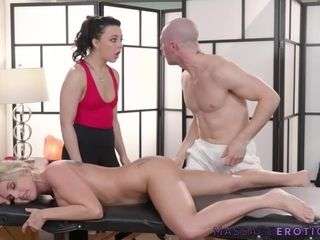 MILF Whitney Wright hard pussy drilling in erotic threesome