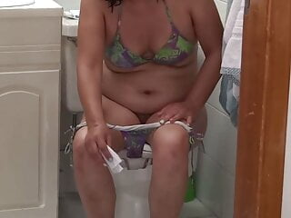 Fantastic wifey urinating and exhibiting her unshaved cootchie