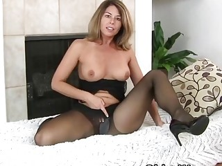 Cool mature Niki makes you zeal for her cunny