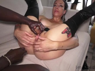 Squirting, extrem fisting and pissing for Adeline