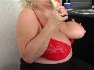 Hausfrau Fit grandmother Solo