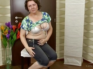 Mature dame stretches her gams and flashes her fat tastey vulva