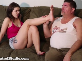 Sexy Feet Distract the Landlord with Anastasia Rose and Archer Legend at Foot Patrol Studio