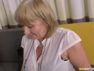 Brit bodacious housewife Lorna Blu displaying off her immense bosoms