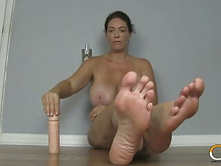 Good-sized jugged cougar Charlee pursue Wants You To odor Her soles!