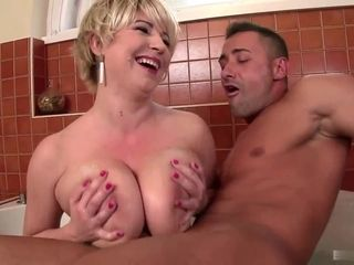 Well-endowed Dutch Housewife Gives Titjob