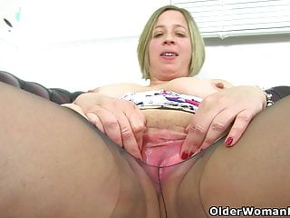 British BBW milf Sarah Jane is toying will not hear of put the touch on