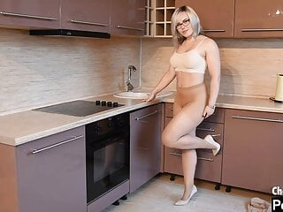 Uber-sexy cougar with tights in the kitchen